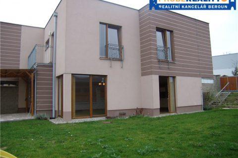 Prodej rohového řadového domu 4+kk se zahradou 307 m2 a garáží – KRÁLŮV DVŮR – LEVÍN