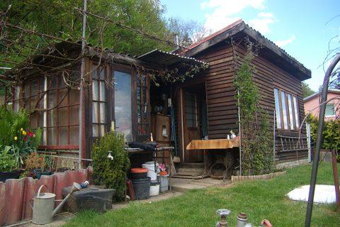 Prodej dřevěné chaty s pozemkem 365 m2, Beroun – zahradní kolonie Višňovka