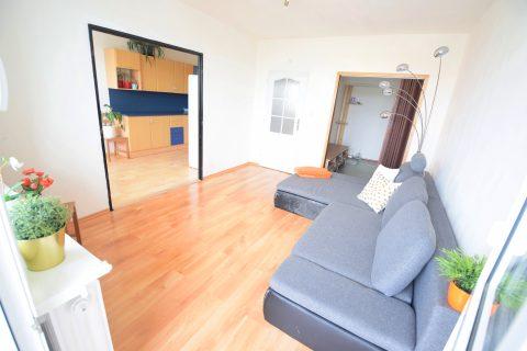 Prodej světlého bytu 3+1 /71 m2, zasklená lodžie, část. rekonstrukce – Králův Dvůr