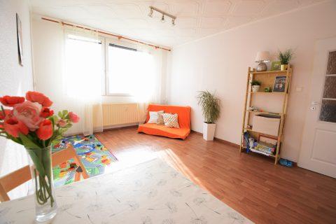 Prodej panelového bytu 2+kk po částečné rekonstrukci – Košťálkova Beroun
